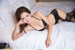 新人模特Miko酱 纯黑内衣黑丝美腿