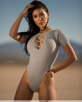Lizzeth Acosta- 海滩比基尼秀身材图片