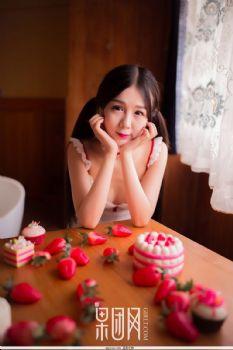 草莓女孩鲜嫩多汁!