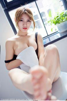 娇俏美模久久Aimee 透明丝沐浴比基尼图片