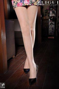 Model 允儿《超短裙高跟美足》上下全集 [丽柜贵足LiGui] 美腿丝足写真图片