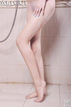 Model 可馨《浴室湿身美足》 [丽柜LiGui] 美腿玉足写真图片
